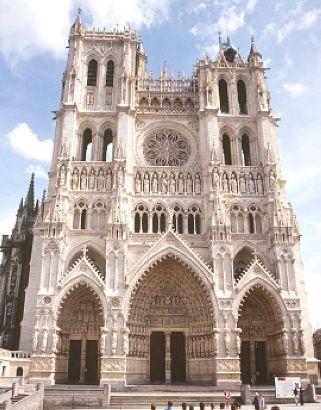 Nouvelle page 0 - Une cathedrale gothique ...